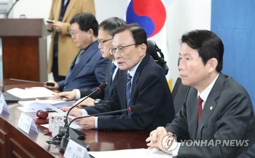 """이해찬 """"한국당, 탄핵까지 입에 담아…이성 찾길"""""""