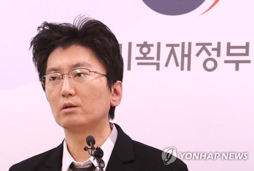 """정부 """"경기개선 흐름…코로나19 확산·지속시 회복 제약 가능성""""(종합)"""