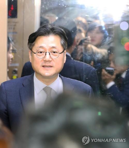 """민주 """"긴장 늦추지 않고 코로나19 종식 최선""""…대야 공세 자제"""