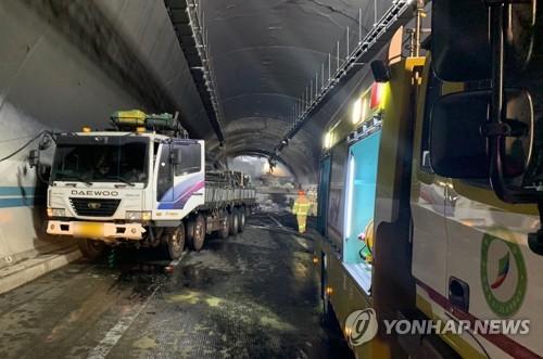 순천완주고속도로 터널사고 재구성…'탱크로리 화재후 연쇄충돌'