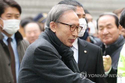 """이명박, 6일 만에 재석방…""""보석취소 여부 최종결정 때까지""""(종합2보)"""
