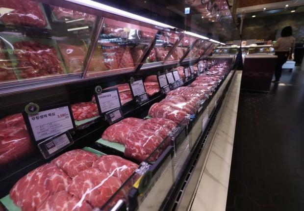 우한 폐렴으로 불리는 신종 코로나바이러스 확산으로 설 연휴 이후에도 고기 매출이 늘고 있다. 외식 대신 집밥을 찾는 소비자들이 많아져서다. (사진=연합뉴스)