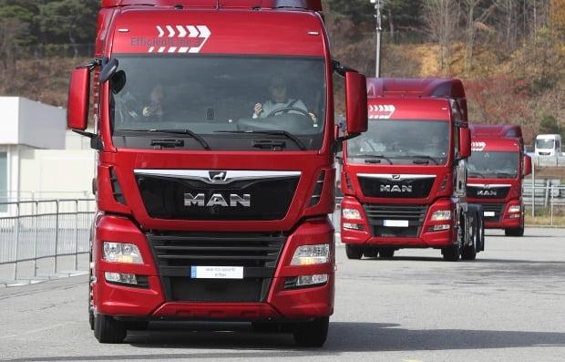 국토부가 만트럭버스코리아가 판매한 덤프트럭에 대해 리콜 명령을 내렸다. 사진은 지난해 개최된 '만트럭버스코리아 페어 2019'  모습. 사진=연합뉴스