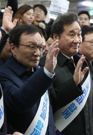 민주당 공동선대위원장을 맡을 이해찬 대표(왼쪽)과 이낙연 전 총리. / 사진=연합뉴스