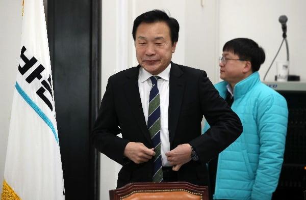 바른미래당 손학규 대표가 5일 오전 국회에서 열린 최고위원회의에 입장하고 있다. 사진=연합뉴스