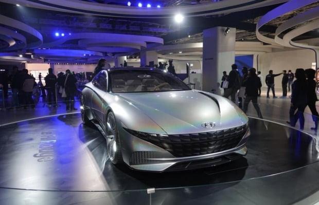 인도 델리 모터쇼 행사장에 현대차의 미래형 자동차 '르 필 루주'가 전시됐다. 사진=연합뉴스
