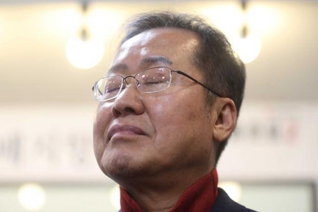 자유한국당의 끈질긴 '서울 험지' 출마 요청에 '고향 출마'를 고수하던 홍준표 전 한국당 대표가 '경남 험지' 출마 가능성을 열어놨다. /사진=연합뉴스