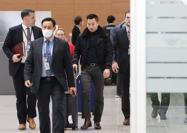 알렉스 웡 미국 국무부 대북특별부대표가 2020년 2월 9일 오후 인천국제공항을 통해 입국하고 있다. 사진=연합뉴스