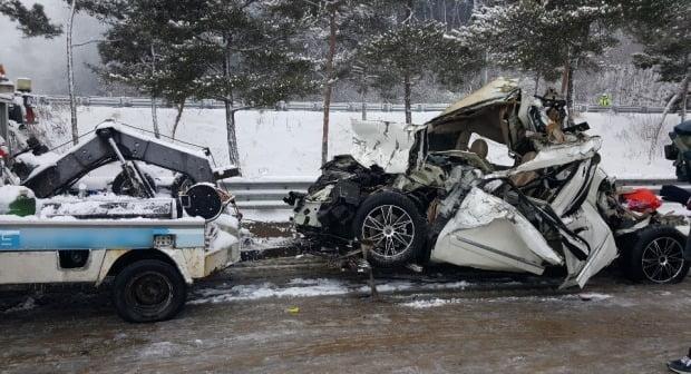 처참하게 부서진 차량 (사진=연합뉴스)