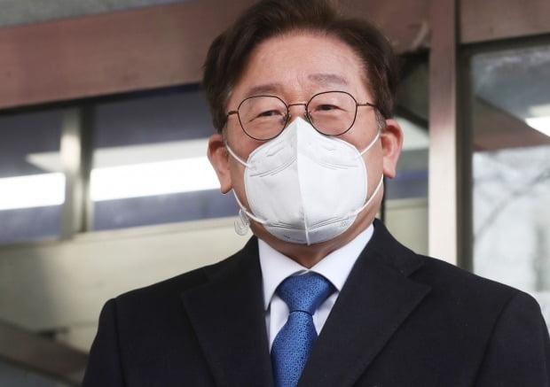 이재명 경기도지사가 대구 지역 코로나19 확진자의 경기도 수용을 거절했다는 내용은 '오해'라고 밝혔다.  /사진=연합뉴스