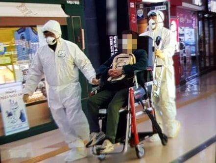 광주 한 대형 서점에서 쓰러진 뒤 병원 도주극을 벌인 20대 남성이 신종 코로나바이러스 감염증(코로나19) 검사에서 음성 판정을 받았다./사진=연합뉴스