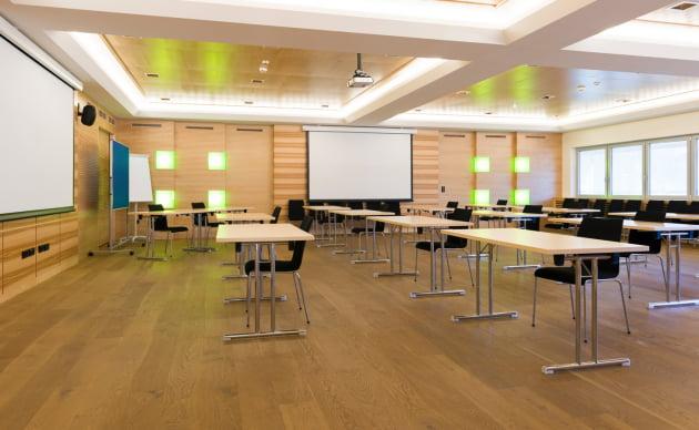 노루페인트 목재용 제품 '순&수 우드플로어'가 사용된 교실 바닥의 모습.