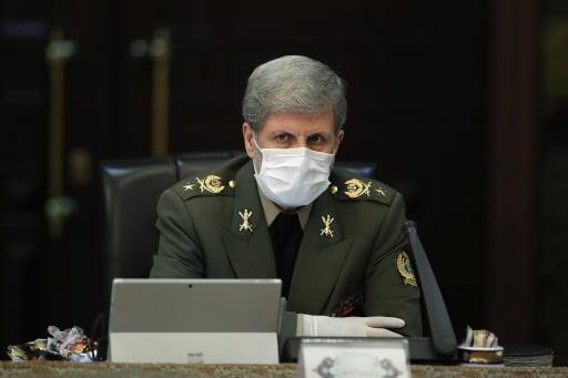11일(현지시간) 이란 테헤란에서 아미르 하타미 이란 국방부장관이 마스크를 쓴 채 각료회의에 참석했다. EPA연합뉴스