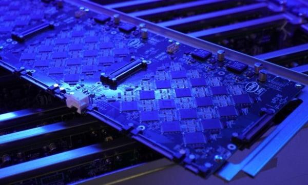 인텔 '포호이키 스프링스'. 뉴로모픽 반도체인 로이히 칩 768개를 합쳐 포유류 수준의 두뇌를 구현했다/사진제공=인텔