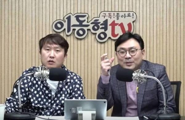 이동형 작가(왼쪽) 지난 28일 자신의 유튜브 채널을 통해 방송인 김어준 씨와는 다르게 열린민주당 지지를 호소했다. /사진=유튜브 채널 이동형TV