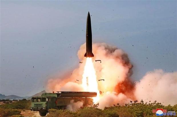 북한, 단거리발사체 2발 동해 발사…비행거리 240㎞·고도 35㎞