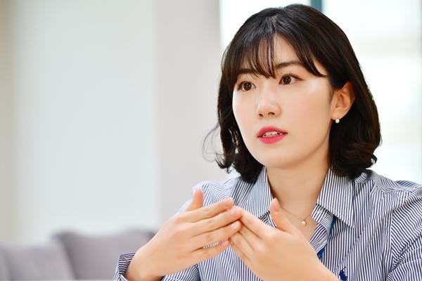 """[합격 비밀노트] """"제약영업이 남성들의 영역? 오히려 여자가 강점있죠""""  권혜빈 한독 영업팀 신입사원"""
