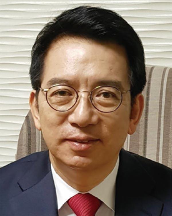 갈림길에 선 한국, 정부의 결단 필요하다 [이정희의 경제 돋보기]