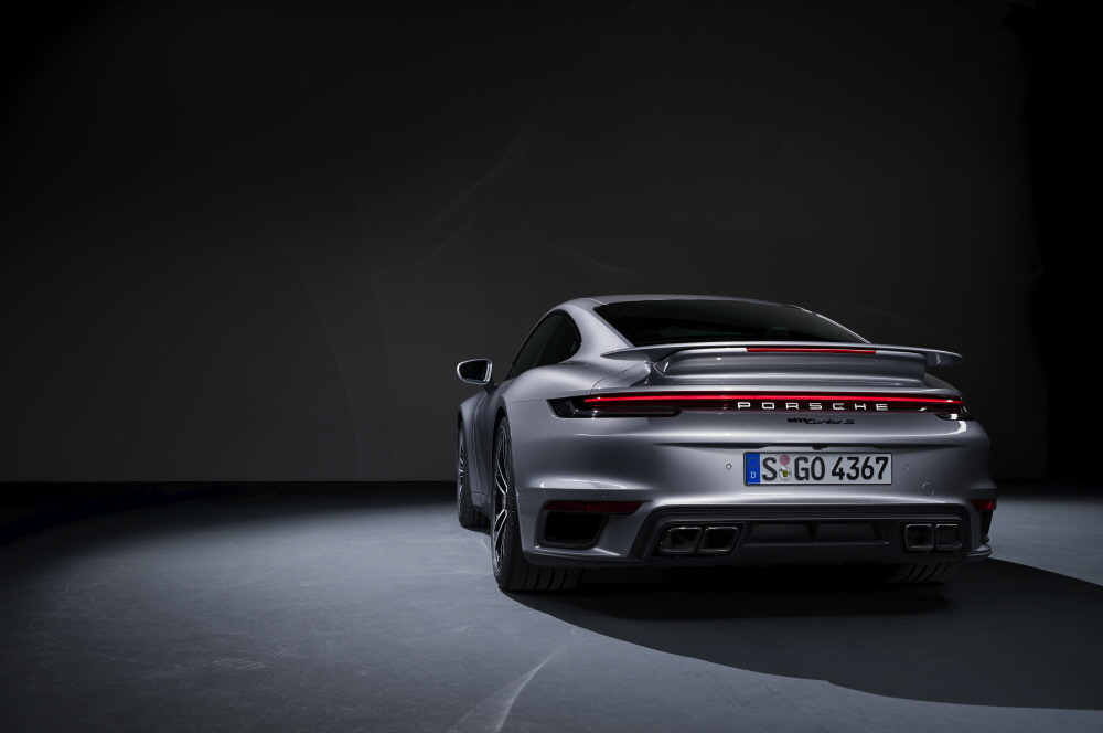 포르쉐, 최고 650마력 뿜는 911 터보 S 내놔
