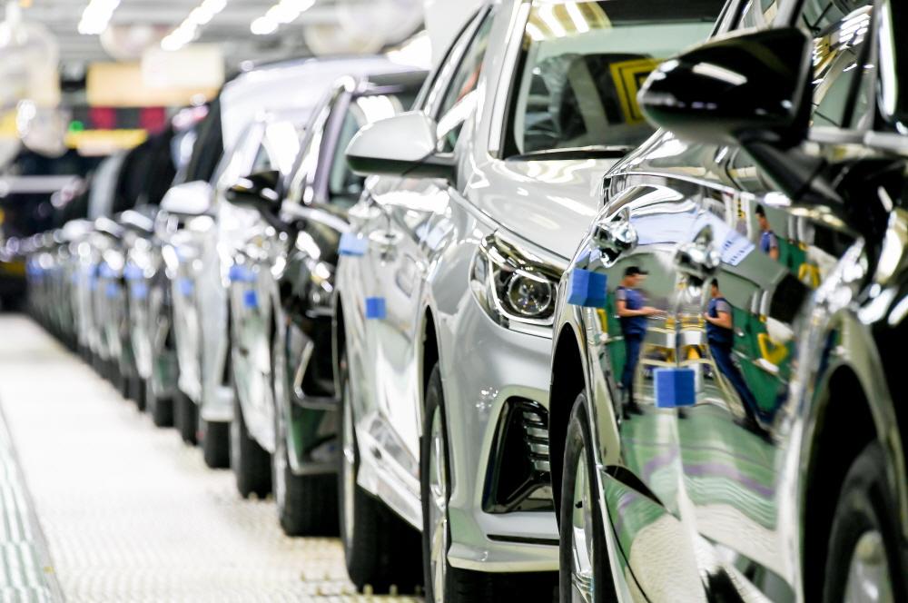 코로나 악재로 전 세계 車 공장 멈췄다