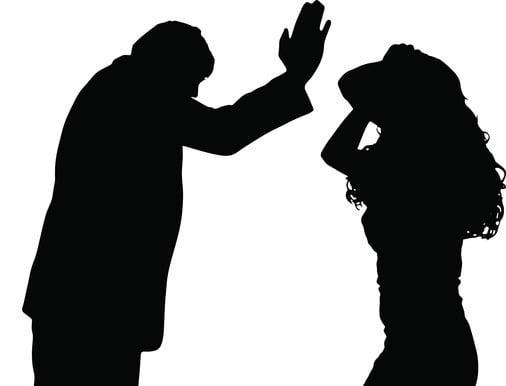 아무 이유 없이 여성만 골라 묻지마 폭행을 가한 30대 남성에게 실형이 선고됐다. 사진은 기사와 무관함. /사진=게티이미지뱅크