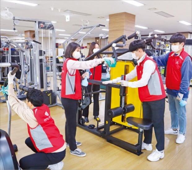 [김과장 & 이대리] 장애인 재활기구 소독하는 롯데정밀화학