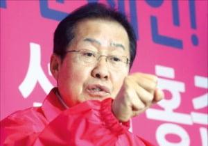 홍준표 자유한국당(현 미래통합당) 전 대표가 9일 경남 양산시 자신의 선거사무소에서 열린 기자회견에서 발언하고 있다.  연합뉴스