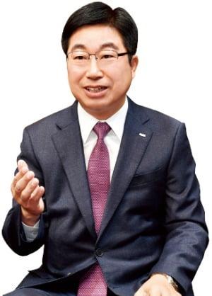 """황윤철 경남은행장 """"50주년 자축보다 위기 극복에 동참"""""""