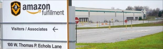 코로나19 확진자가 나오면서 폐쇄된 미국 켄터키주 아마존 물류센터.  /로이터연합뉴스