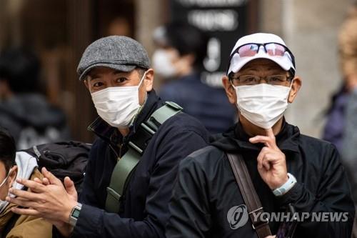 """일본에서 1명이 최대 12명 감염시켜…""""밀집공간 피해야"""""""