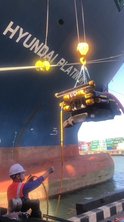 현대상선, 선체 클리닝 작업에 잠수로봇 투입