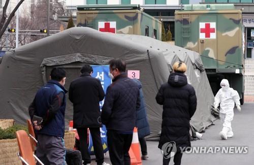 '코로나 최전선'…군, 병원에 확진자 수용·의료진 1000여명 투입