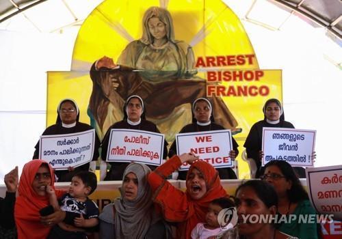 '미성년자 강간·임신' 인도 사제, 복역 중 성직 박탈