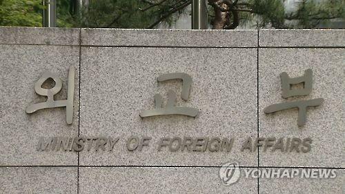 전화기 내려놓지 못하는 강경화, 입국제한국과 연일 통화