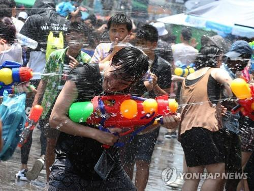 태국, 술집·경기장 영업 잠정중단 추진…송끄란도 연기할 듯