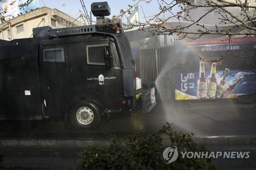 """""""제발 집에 계세요""""…고압적이던 이란 경찰의 '애타는 호소'"""