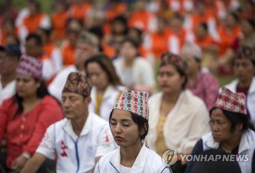 네팔 학교선 이제 요가가 필수과목…무슬림은 '우려'