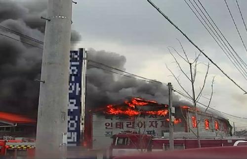 경북 안동 건축자재 창고 불…1억7천여만원 피해