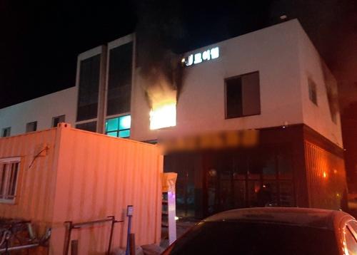 제천 상가건물서 불…4천여만 원 재산 피해