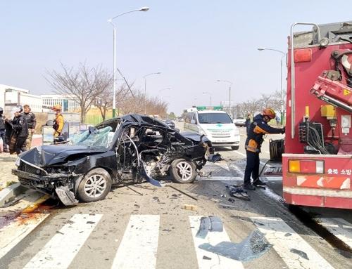 청주서 승용차 2대 충돌…3명 사망·2명 중상