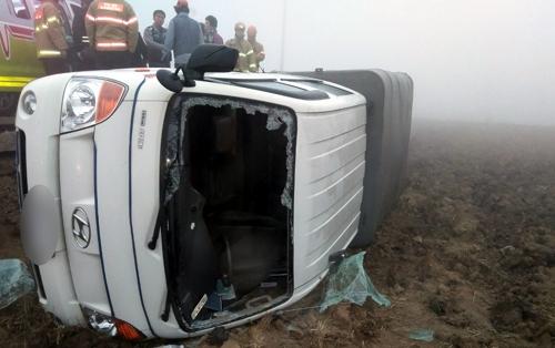 적재함에 인부 태운 1t트럭 새벽 커브길서 사고…8명 부상