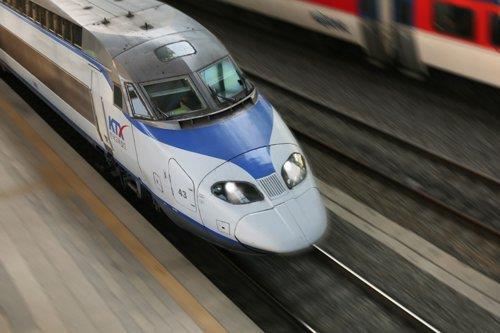 한국철도, 주말 KTX 운행 일부 감축…사회적 거리 두기 강화