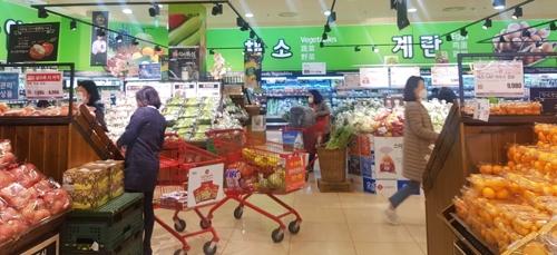 '집콕'에 생필품 수요↑…대형마트, 먹거리 등 대규모 할인행사(종합)