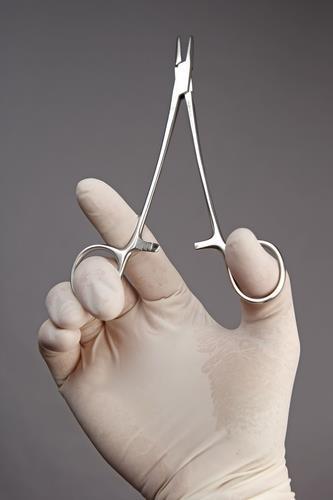 말레이 의료용 장갑 생산 중단에 전 세계 의료업계 비상