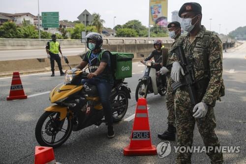 말레이시아 코로나19 확진자 1천796명…봉쇄 2주 더 연장
