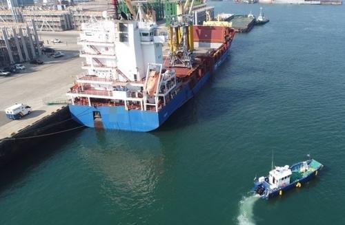 영암 대불부두 해상 화물선 기름유출…목포해경 긴급방제