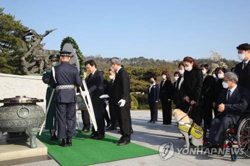 미래한국, 대전 현충원서 천안함 폭침 10주기 추모