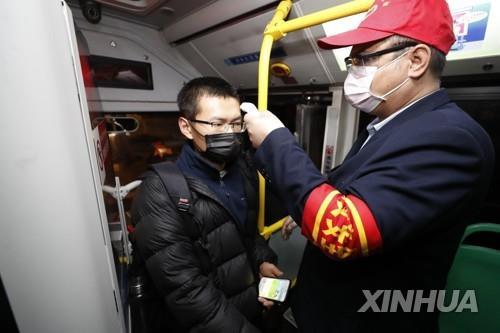 다시 시내버스 다니는 우한…봉쇄 해제 앞두고 점차 정상화
