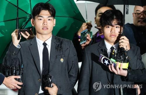보이밴드 '더이스트라이트' 폭행 묵인 기획사 회장 집유 확정