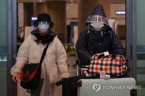 2월 방한 외국인 관광객 '반토막'…중국 관광객은 77% 줄어